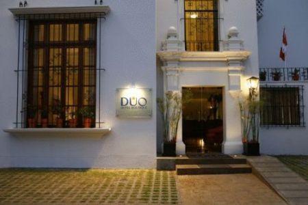 El Duo Hotel Boutique, ubicado  en el distrito de San Isidro en Lima. Se encuentra próximo al Parque el Olivar y al sitio arqueológico Huaca Pucllana.
