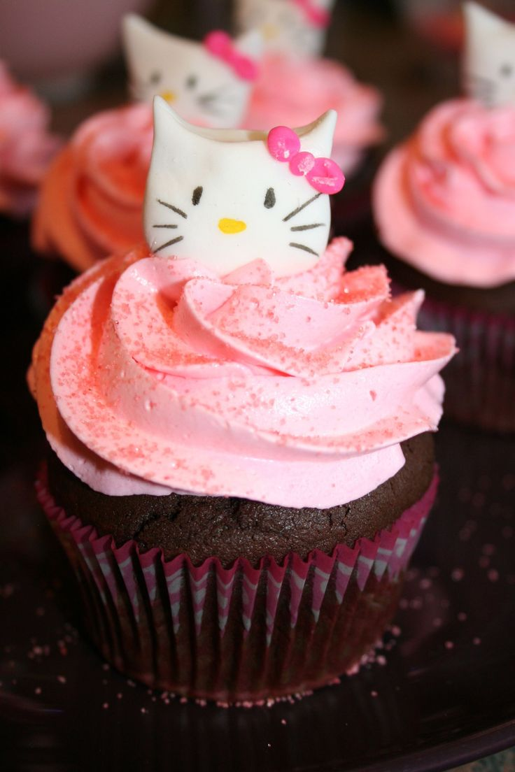 Cupcakes Hello Kitty pour une baby shower