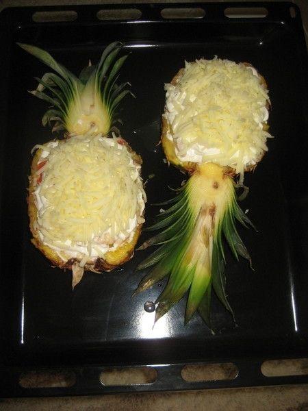 Курица, запеченная в ананасе