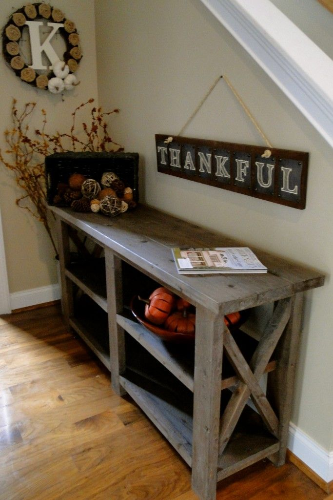 Love the handmade table and thankful sign. Definitely on the to make list.