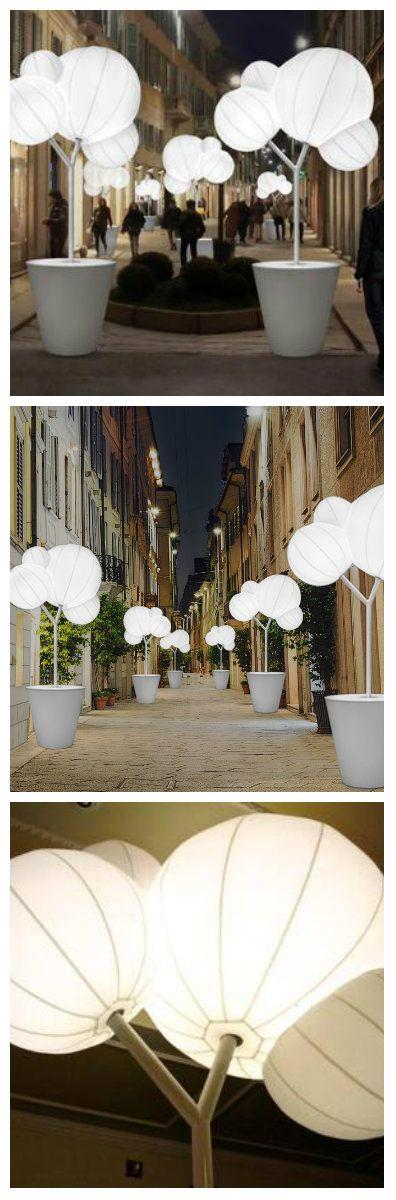Franco D'alfonso, предприниматель занимающийся туристической деятельностью, проявил инициативу по украшению улиц Милана на время торжественных мероприятий. Имея спонсорскую поддержку своих друзей, создал удивительную улицу светящихся садов на via della Spiga. Создана LED инсталляция, освещающая ночные городские улицы более чем из 30 деревьев-ламп. Светильники имеют впечатляющие габариты и установлены в крупные вазы #светодиоды #подсветка #уличныесветильники #светодизайн #освещение