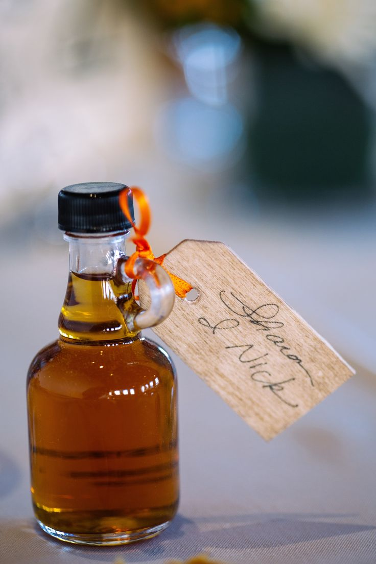 personal maple syrup wedding favors. perfect for a fall New England wedding or fall Canadian wedding... this was a favor from a perfect fall wedding in Portland, Maine.