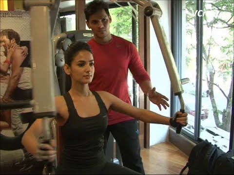 Sonal Chauhan's gym workout video part 1.