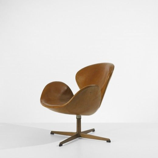 ARNE JACOBSEN    important Swan chair from the SAS Royal Hotel