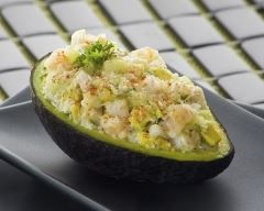 Avocat farci à la chair de crabe : http://www.cuisineaz.com/recettes/avocat-farci-a-la-chair-de-crabe-39897.aspx