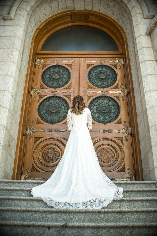 Salt Lake Temple Wedding || Bridal Party Photos || LDS Temple Wedding || Lace Dress || Modest Wedding Dress || Elizabeth Cooper Design || Sadie Banks Photography