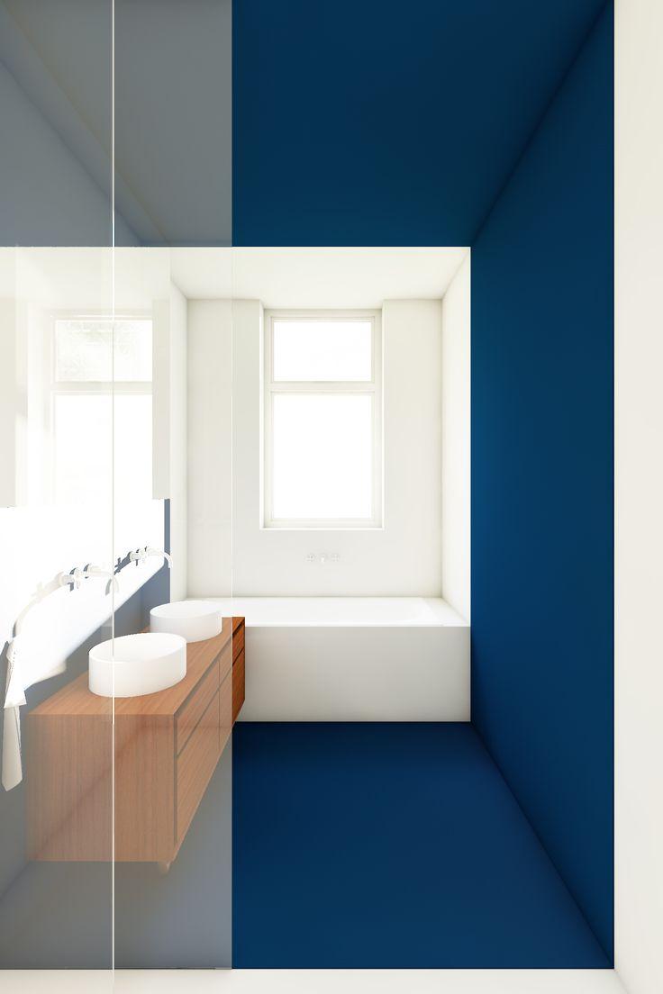 Badkamer in blauw en witte vlakverdeling met een inloopdouche, ligbad en een houten wastafelmeubel ontworpen door De Nieuwe Context