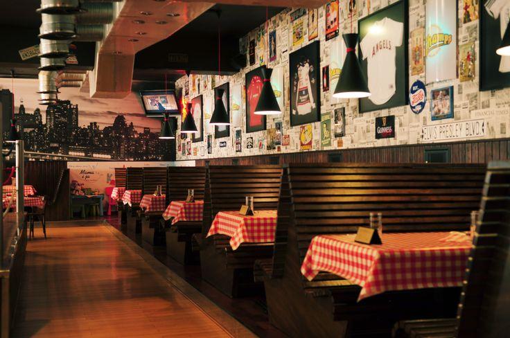 restauracja hotelowa, ktora... wcale nie wyglada jak restauracja hotelowa! ;) kazdy moze do nas wpasc na pyszne jedzenie, dobrego drinka czy piwo i poczuc sie jak w prawdziwym amerykanskim barze. :) #restauracjachamps #bar #goodfood #alcohol #americanstyle