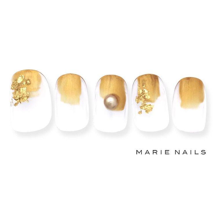 Gold brushed nails @mery_naildesign