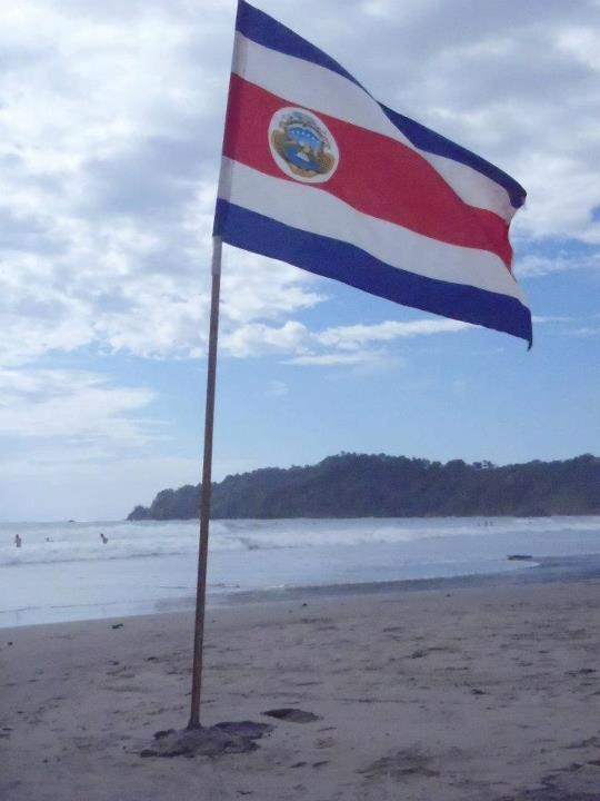 This is the Costa Rica flag. Each color of the flag have a different meaning: blue means the sky and the opportunities, white means happiness and peace, and the red means the warmth of the people of Costa Rica. It was designed by Fernandez Oreamuno in 1848.