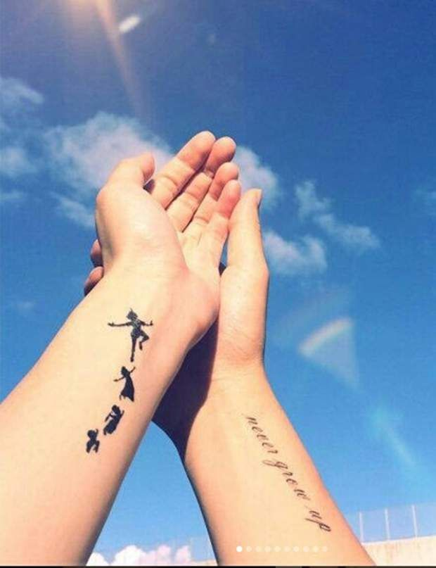 Tattoo Disney Un Peter Pan Pour Les Adulescentspour Tout Ceux Qui Gardent Precieusement Leur Ame D Enfan Peter Pan Tattoo Disney Tattoos Disney Tattoos Small
