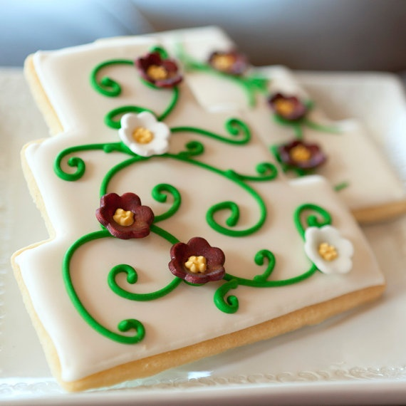 I Like These Wedding Cake Cookies Maybe Use Royal Icing Flowers Instead Of Fondant