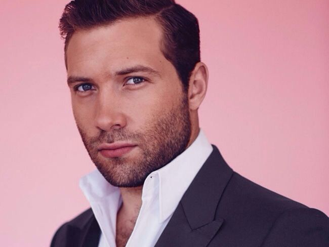Jai Courtney is one of GQ Australia's Men of the Year for 2013 Breakthrough of the Year!