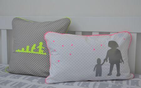 coussins playmo et lego chez la ferme aux petits pois. Black Bedroom Furniture Sets. Home Design Ideas