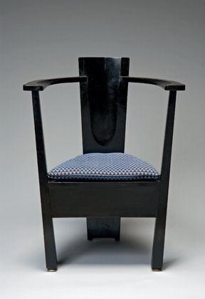 Mackay Hugh Baillie Scott. Armchair designed for the Dresden Werkstätten Exhibition. 1903-1904