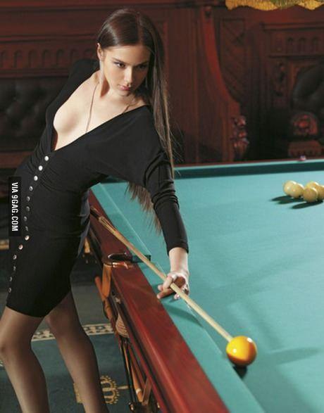 Resultado de imagem para mulher jogando sinuca