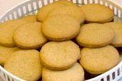 Son buenisimas como todos recetas de nuestras abuelitas. Son galletas para merendar o desayunar con un placer enorme.     Ingredientes: + 2 huevos, + 200 de azúcar, + ralladura de 1 naranja, + zumo de 1 naranja, + 200 ml de aceite de girasol, + 100 ml de leche, + 1 cucharadita de bicarbo