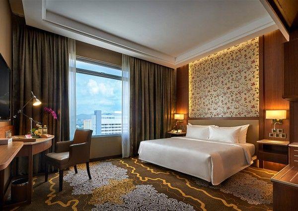 """PENANG: HOTEL-DOPPEL FÜR GEORGE TOWN  Schicke Cafés, riesige Shoppingmalls, Strände, Dschungel. Was der moderne Urlauber von Malaysien erwartet, ist in Penang in ausreichender Anzahl vorhanden. 292 Quadratkilometer groß ist die Insel, die in der Straße von Malakka liegt und """"die Perle des Orients"""" genannt wird."""
