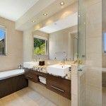 Mendekorasi tata cahaya pada kamar mandi modern