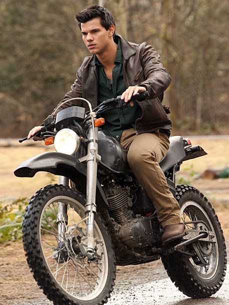 The Twilight Saga: Breaking Dawn - Part 1, Taylor Lautner he looks good one a motercycle xx