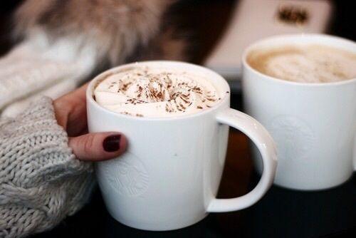 寒い冬にはあたたかい飲み物が欠かせません。そこで、寒い冬の日でも、魔法瓶に入れてあたたかいまま持ち歩きができるスープとドリンクのレシピをご紹介します。外出先でもあったかドリンクで、心も体もポカポカ過ごしましょう。