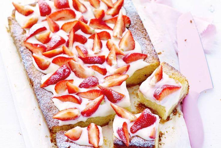 Kijk wat een lekker recept ik heb gevonden op Allerhande! Aardbeienkwarkcake