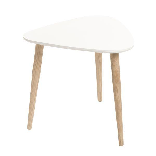 Bord Mattias med ben i ek och bordsskiva i MDF. Höjd 45 cm, bordsskiva 58x48 cm. Finns i färgerna vit och ljusgrön. Vit finns även i större storlek (6...