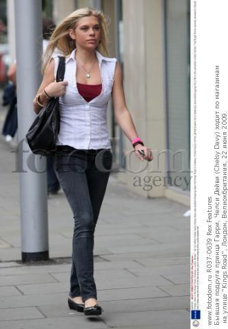 Бывшая подруга принца Гарри, Челси Дейви (Chelsy Davy) ходит по магазинам на улице 'Kings Road', Лондон, Велиокбритания, 22 июня 2009.