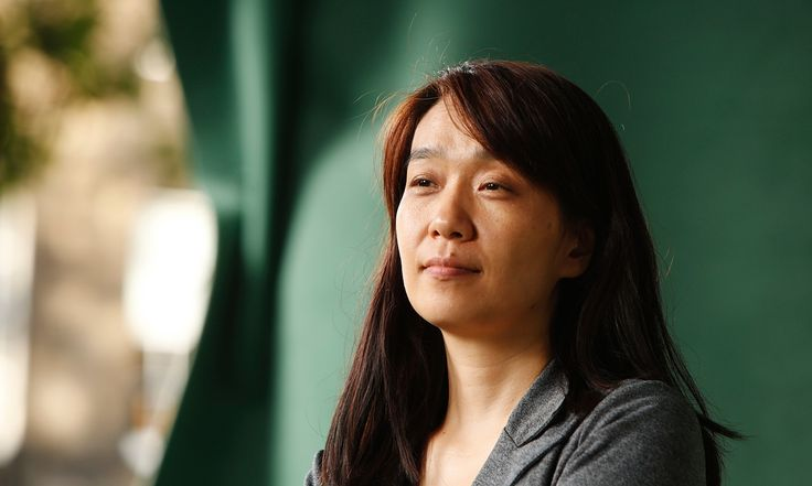 "The Guardian, au sujet de ""Human acts"" (« Celui qui revient »), le nouveau roman de Han Kang:  « Human Acts review – giving voice to the silenced Han Kang's impassioned novel is set in the wake of a notorious 1980 act of state slaughter in South Korea »"