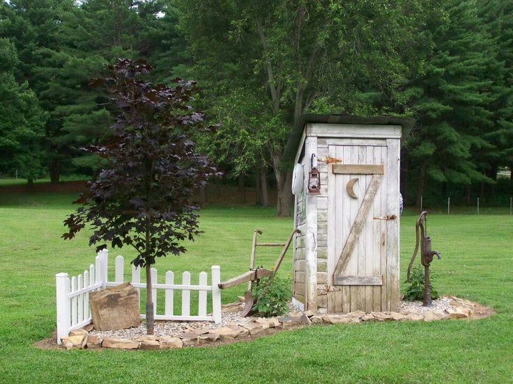 outhouse - good fence idea...can go anywhere