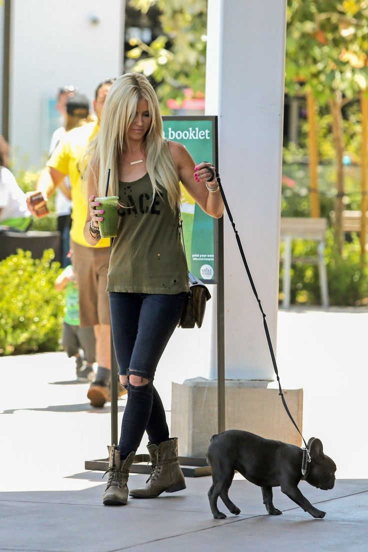 christina-el-moussa-out-with-her-dog-in-orange-county-07-07-2017_5.jpg (1200×1800)