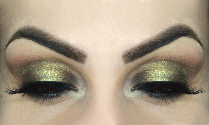Trucco elegante e luminoso per occhi piu grandi - http://www.beautydea.it/trucco-elegante-luminoso-occhi-piu-grandi/ - Scopriamo insieme come realizzare un trucco intenso ma luminoso per rendere gli occhi più grandi e rotondi seguendo tutti i passaggi di questo tutorial!