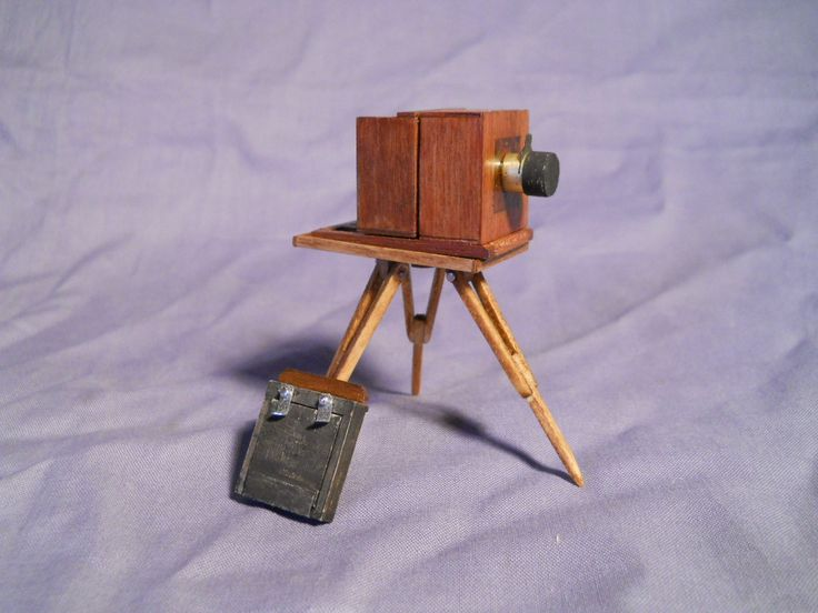 world's smallest wet plate camera. oh my god this thing is ADORABLE.