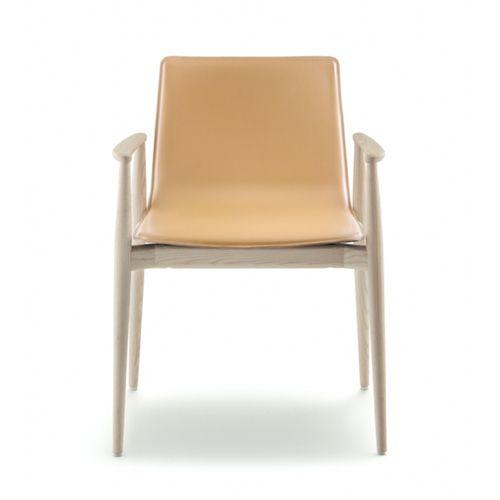 Malmö stole er en serie af lækre kvalitetsmøbler. De er elegante og skandinaviske i designet. Fås i flere varianter til kantinen, mødelokalet mv. #konferencemøbler #konference #konferenceindretning #design #kontormøbler #møbler #til #erhverv #virksomhed #kontor #konferencestole #stole