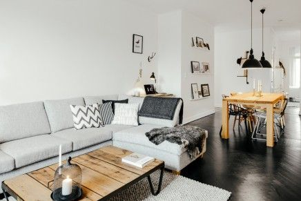 Woonkamer met stoere Scandinavische inrichting [simple wall decoration, could I use this on the wall next to the fireplace?]