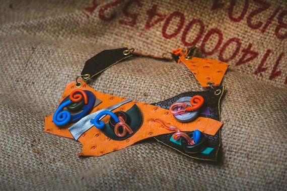 collana in pelle arancione simil struzzo con bottoni di mymoi