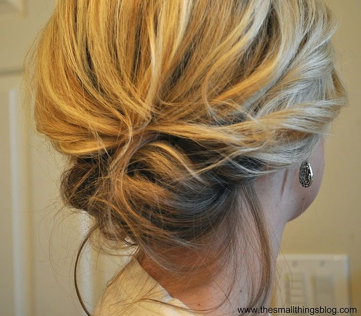 Cute, I want to try. messy up do. This is amazingly easy and do-able on shoulder length hair! | followpics.co