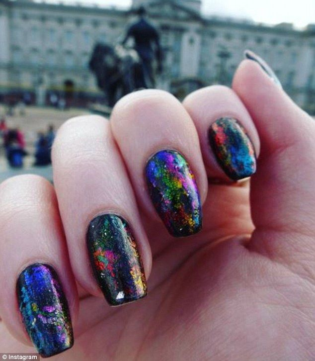 A hand full of colors: Coldplay's A Head Full of Dreams concert features rainbow confetti ...