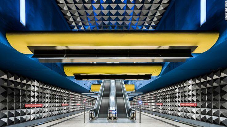 10 estaciones de metro que son obras de arte - Olympia Einkaufszentrum, Múnich — El proyecto Metro de Forsyth empezó como un trabajo estudiantil y se volvió un archivo extendido de colaboración en internet. En esta imagen aparece el Olympia Einkaufszentrum, Múnich, Alemania.