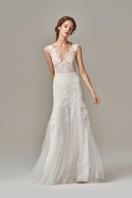 gefunden bei Happy Brautmoden, Brautkleid elegant, elegantes Brautkleid, Anna Kara, Spitze, Spitzenkleid, edel, elegant, fließend, Rückenausschnitt,…