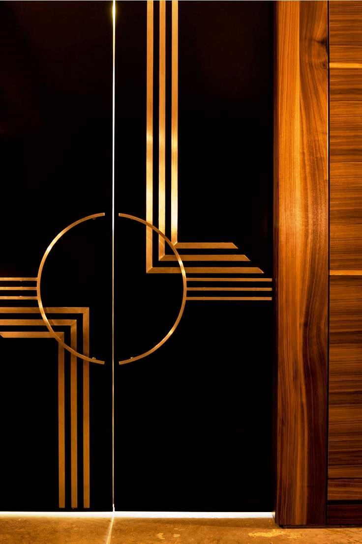 The symmetry and 90-degree angles on this door really embody the spirit of Deco!