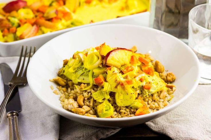 Recept voor scholfilet voor 4 personen. Met zout, olijfolie, peper, scholfilet, appel, cashewnoot, wortel, prei, kookroom, citroen en zilvervliesrijst