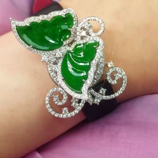 Butterfly secret garden. When it flies away, the secret will reveal. Jadeite butterfly secret watch, in 18k white gold, diamond and Swiss movement. See the real piece at J-ART, shop 101, Melbourne Plaza, 33 Queen's Road Central, Hong Kong #anitasofinejewellery #watches #timepiece #luxury #luxurywatch #diamonddial #diamond #butterfly #jadeite #secretwatch #secret #finejewellery #highjewellery #highjewellerywatch #jewelry #hautehorlogerie #hautejoaillerie #luxury #diamondwatch