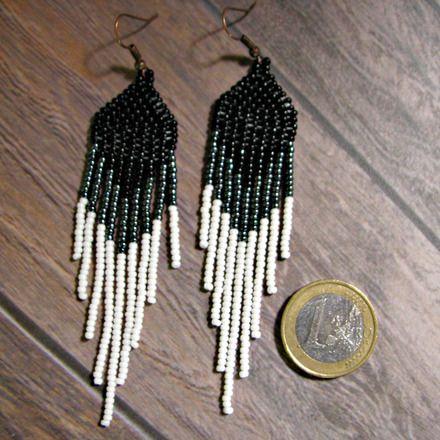 """Boucles d'oreilles """"plumes"""", élégantes et contemporaines en perles de rocaille de verre tchèques et japonaises tissées à l'aiguille par mes soins par la technique de brick sti - 15802001"""