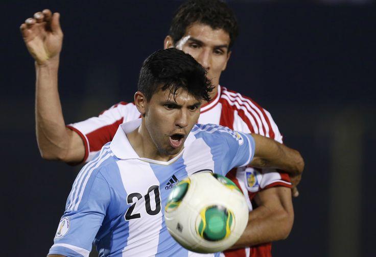 El equipo de Sabella goleó en Asunción a Paraguay 5-2 con dos goles de Messi de penal, y uno de Kun Agüero, Di María y Maxi Rodríguez. Con este resultado, la Selección se aseguró una plaza para la próxima Copa del Mundo. http://www.diariopopular.com.ar/c168752
