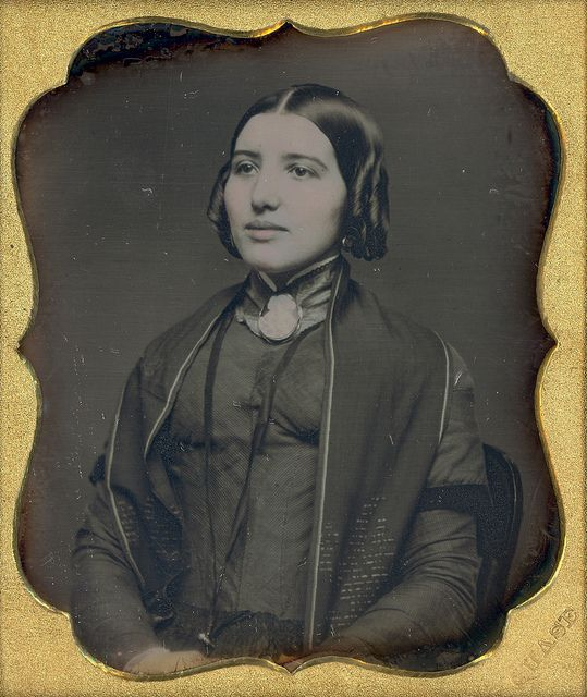Pretty Young Lady With Short Bottle CurlsVintage Beauty, Vintage Portraits, Vintage Photos, Vintage Wardrobe, Vintage Photography, Vintage Beautiful, Beautiful Victorian, Native American, Antiques Photographers