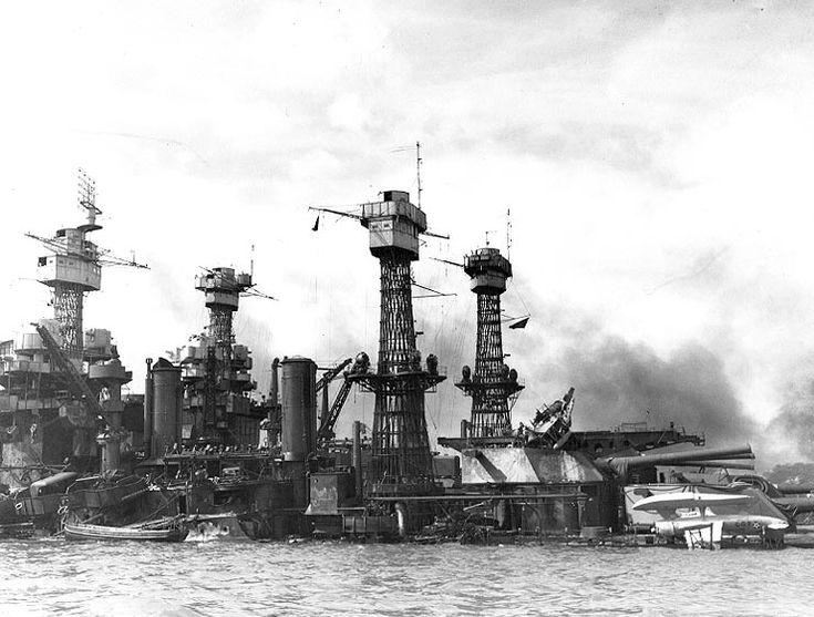 1941 - Le USS  West Viginia coulé. Malgré des dégâts très importants, le cuirassé sera renfloué et remis en service en 1944. - Attaque de Pearl Harbor — Wikipédia