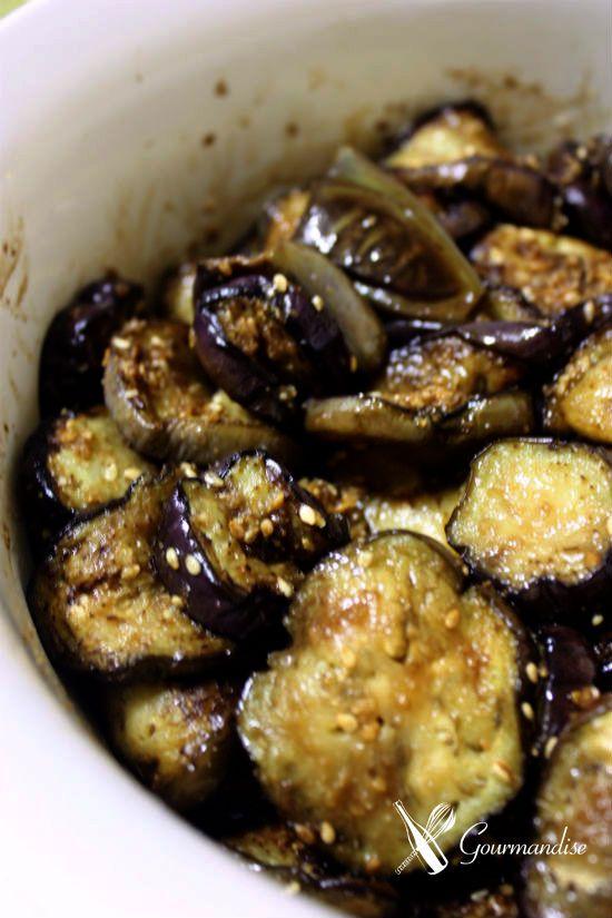 E para terminar a semana, mais uma foto que não faz jus ao prato: berinjela grelhada e temperada com gergelim torrado e shoyu.        Berin...