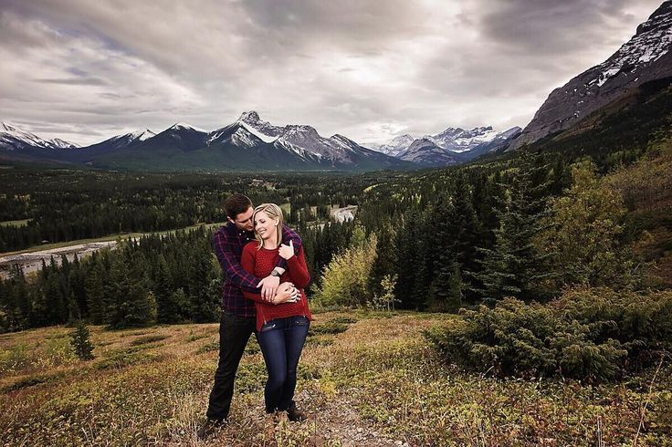 Couples photography by @carlinanquistphoto edited with Mastin Labs film emulation presets for Adobe Lightroom. #portraits #couplesphotography
