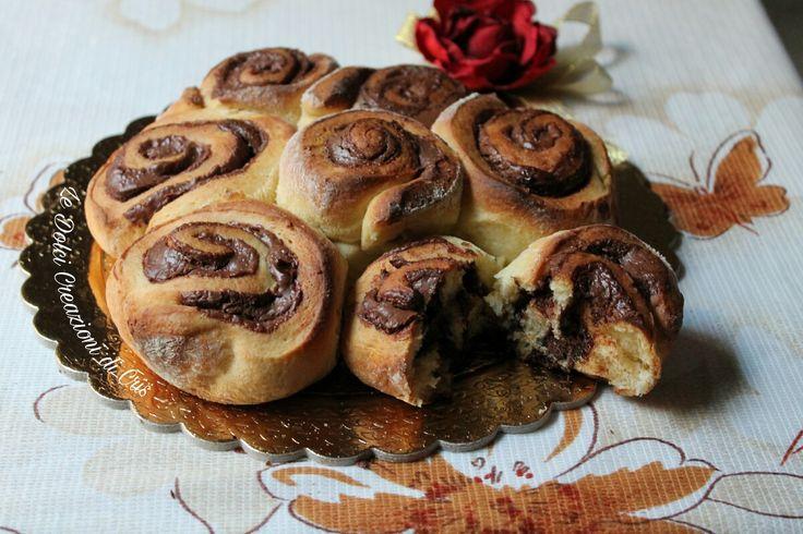 Torta di Rose con Nutella Oggi vi offro una rosa 😍  #ledolcicreazionidicris #gialloblog #dolci #dolciperbambini #colazione #merenda #Nutella #panbrioche #lievitati #tortadirose #merendando #ricetteveloci #foodblog #foodlover #italianfood